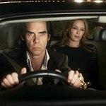 Nick Cave: 20 000 dní na zemi – Divnej patron a samochvála šlechtí
